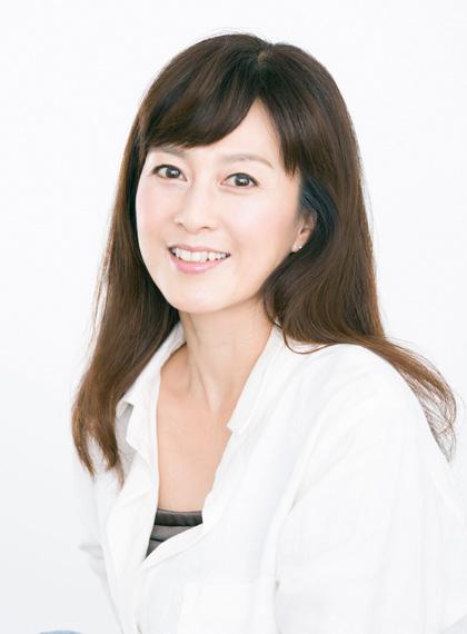 白シャツを着ている森尾由美